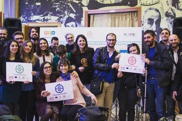 foto di gruppo, wonderadio e altri progetti pin con banner wonderadio
